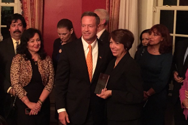 Feli Sola-Carter Receives Award for Outstanding Education Advocate from Governor